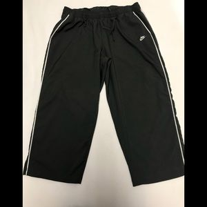 Nike sportswear womens large Capri Pants 12/14